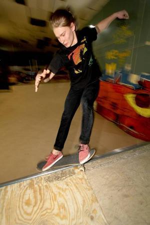 William Axelsson är en av flera unga män som åker skateboard och drömmer om en större park att åka i.