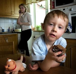 Smakförstärkare. Eriks föräldrar blev oroliga när han inte gick upp i vikt och hade ständiga diarréer. Av en händelse fick de upp ögonen för en tillsats i maten som de provade att utesluta. Det visade sig vara natriumglutamat, en vanligt förekommande smakförstärkare.