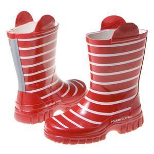För den lilla foten finns den numera klassiska röd- eller blårandiga stöveln från Polarn och pyret.