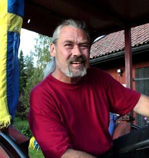 Lars Göransson var på hösten 2010 glad över att som förste sverigedemokrat ta plats i Smedjebackens kommunfullmäktige. Men han tappade snabbt lusten och har nu avsagt sig uppdraget.
