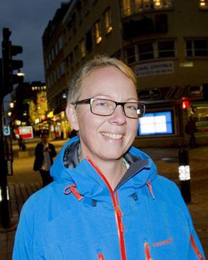 Peggy Johansson, 50 år, verksamhetschef inom Gävle kommun, Gävle:– Synd att försöket avbryts så tidigt, det kan bli för kort tid att utvärdera resultatet. Jag är för en bilfri innerstad och tycker att avstängningen har varit jättebra. Miljön för gående har blivit bättre och trafikproppen genom stan har försvunnit.
