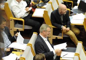 Eniga var oppositionsrådet Mikael Rosén (M) och kommunalrådet Jonny Gahnshag (S) när det gällde frågan om att Kopparstaden får sälja 500 lägenheter. Men den rödgröna majoriteten var splittrad i frågan. Vänsterpartiet sa blankt nej.