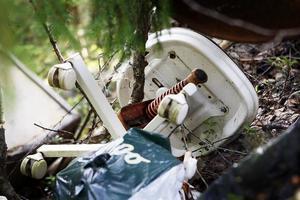 En man har bötfällts för nedskräpning, efter att ha slängt skräp på en illegal soptipp vid Enan i Ramsjö.