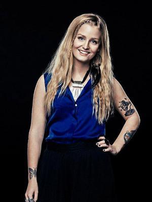20-åriga Clara Sagström från Järvsö tävlar i tv-programmet The Voice Sverige där ett skivkontrakt står på spel.