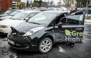 Miljö- och hälsoskyddsinspektören Lars Fors på Krokoms kommun har testat elbilen och är positiv.