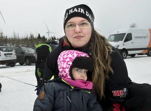 Jennifer Lundqvist Norling tog med sig dottern Maja för att ta sig en titt på kraftverken.
