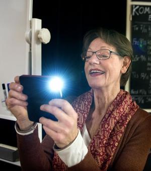 Gudrun Schyman (FI) plåtade den mer än fulltaliga publiken.