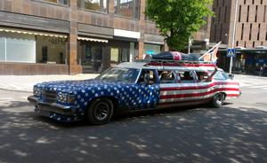 Måste dela med mig av denna makalöst coola bil som gled runt i city :)