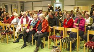Det var fullsatt i salen på skolan i Hede under den första pecha kucha-kvällen där. Många hoppas på en fortsättning.