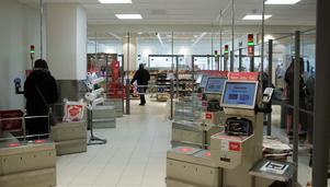 Snabbkassor där kunderna själva kan scanna sina varor är en av de nya tillskotten i butiken