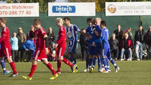 Johan Lindgren har precis gjort mål på straff.