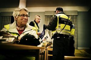 """POLITIKER PÅ PLATS. Lena Andreasson                       nattvandrar alltid på Cityfesten. """" De flesta föräldrar är tacksamma när vi hör av oss. Jag är också alltid noga med att inte moralisera när jag träffar på ungdomarna."""