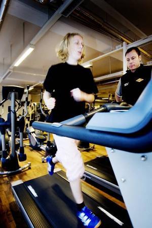 UTHÅLLIGHET. När det är envisheten som avgör hur länge man klarar sig går det bättre. Två minuter imponerar på tränaren Patrik Severin.Kondition. Tolv minuter kan kännas som väldigt lång tid – åtminstone om man springer på ett löpband.
