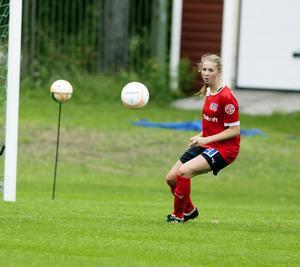 Andrea Hildebertsson på mittfältet var en av Remsles bästa i segermatchen mot IFK Östersund.Foto: JENS NÄSMAN/ARKIV