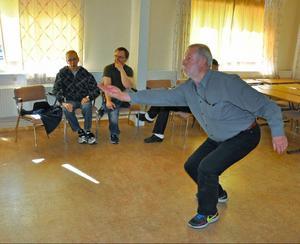 Janne Hansson, ordförande PRO i Bodum, Rossön, testade bowling på dataskärm.
