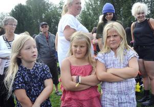 Kusinerna Mikaela, Nora och Rebecka ser fram emot lådbilsracet.
