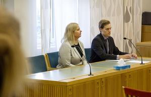 Olyckligt att rättegången måste tas om, anser GD:s chefredaktör Anna Gullberg. Intill sig har hon åklagaren Fredrik Normark.