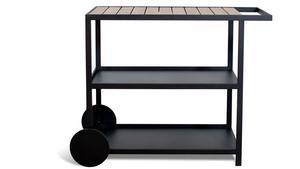 Serveringsvagn för utomhusbruk i ask och svenskt stål från Röshults. Utrustad med bra arbetsyta, förvaringshyllor och hjul av stål. Rekommenderat butikspris 8 995 kronor.