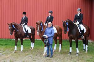 Malung-Sälens RK. Från vänster: Emma Helmersson - Thunderbelle, Ida Kihlgren - Arras, Lagledare Nina Jansson, Malin Matsson - Provance
