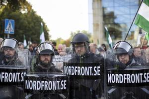 Demonstranter från Nordiska motståndsrörelsens (NMR)  vid demonstrationen i centrala Göteborg nyligen.