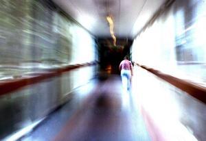 Lång vårdväntan. En 69-årig kvinna från Falun fick beskedet att hon inte kunde få magnetröntgen förrän i september. När hon bokade tid i juni hos en privat mottagning i Stockholm visade det sig att hon hade cancer. Foto:Paulina Håkansson