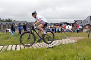 Richard Göransson var med och drog fram cyklisten Emil Lindgren till en ny seger i Cykelvasasprinten på Lindvallen.