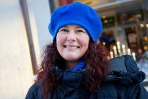 Mia Gunnholt, Östersund– Det är tveeggat. Å ena sidan ska man inte hålla koll på folks identitet bakom datorerna, men å andra sidan måste de som håller på med musik och film kunna försörja sig. Själv undviker jag datorer när jag har jobbat klart, så jag har aldrig laddat ner någonting.