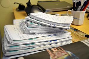 Ännu ett block fullt med anteckningar. Skrivblocken är ständigt med ute på jobb, och det går åt ett och annat! Foto: Veronica Svensson