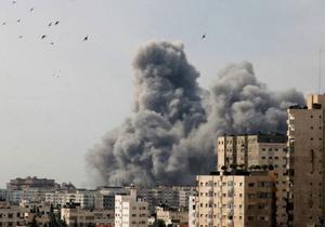 Gaza brinner igen. Genom massivt israeliskt övervåld tror sig de israeliska ledarna kunna kväsa de palestinier som lever i hopplöshet i det Gaza som måste betraktas som ett enda gigantiskt friluftsfängelse. De tror sig i varje fall kunna vinna väljare i det annalkande israeliska valet. Demokrati har en tydlig baksida när den i etniska konflikter utövas av en rädd befolkning som den israeliska.