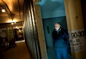 På gång. Thomas Rasmusson är projektledare och ska se till att det nya allaktivitetshuset Tegelbruket fylls med verksamhet. Här står han i en av de nästan färdiga replokalerna.