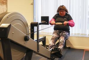 Tre gånger har Karin Järvedahl från Hammerdal kämpat sig upp ur rullstolen och hon är  fast besluten att fortsätta med träningen även när projekttiden är över för hennes del.