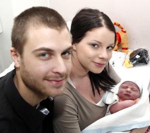 Williams lillebror. 54 minuter in på det nya året kom Sebastian till världen och blev därmed första bebis att födas i Gävleborgs län 2012. Frida Juuri och Johan Skyman är stolta föräldrar.