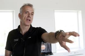 Till vardags undervisar Göran Nordström lärarstudenter i fysik. I går stod rymden på schemat när grundskoleelever från Norrsundets skola besökte högskolans planetarium.