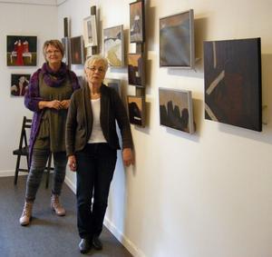 Galleristen Birgitta Nickolausson, t v, och Borlängekonstnären Ingrid Tuohy slår i dag upp portarna till säsongens första utställning vid nyrenoverade Galleri Tvättstugan i Kvarnsveden.