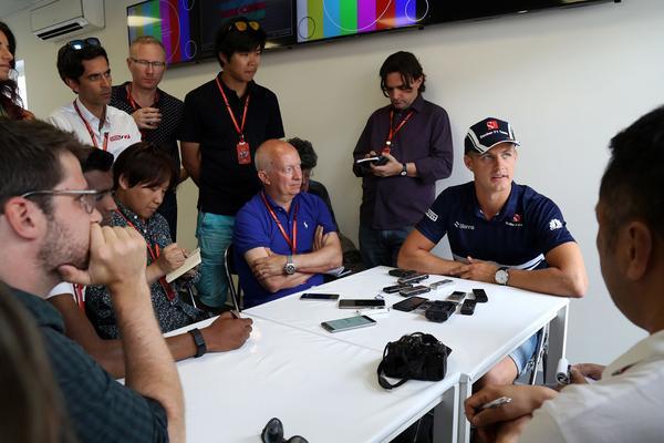 Marcus Ericsson har fått förklara situationen i Sauberstallet i många intervjuer efter stallchefen Monisha Kaltenborns plötsliga avhopp i onsdags.