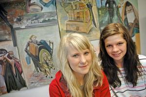 MER KULTUR. Fanny Hellström-Larsson och Matilda Eriksson i klass 8 CD är med i Rotskärsskolans kulturgrupp. Syftet med gruppen är att få in mer kultur i skolan.Foto: Katarina Lönnberg