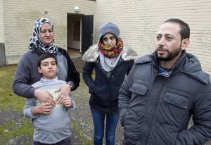 Saffa al Hawash med sin 9-årige son Abdullah och Walaa Malis med sin make Hamed Mousille.