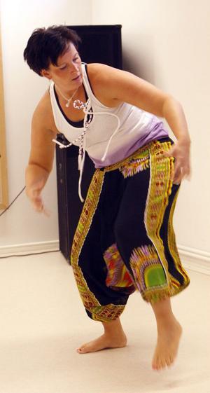 Det var inte stilla ens ett ögonblick, när Lotta Wallström dansade afropowerdans.