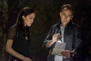 Rose Byrne och Nicolas Cage försöker hitta en lösning för att förhindra världens undergång. Foto: Nordisk Film