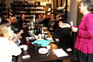 Flera möten har hållits inför den nya näringslivsstragetin. På turistbyrån ledde Ingeli Gagner diskussionen.