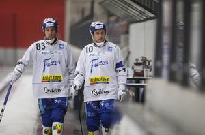 Villas anfallare Daniel Andersson och David Karlsson hoppas kunna sänka svenska mästaren VSK i kväll.