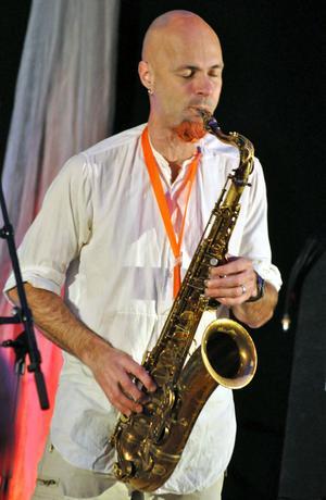 Bengt Kyllinge spelade ett potpurri med 13 av Evert Taubes låtar, på saxofon.