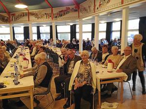 Cirka 400 pensionärer kom när Avesta kommun bjöd in till fest.