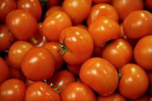 Närproducerad mat är inte alltid det mest klimatsmarta valet. Att odla svenska tomater i växthus kräver till exempel massvis med uppvärmning. Då kan en importerad, sydeuropeisk tomat vara att föredra.