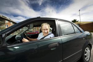 Arne Rudström, 87, tycker inte det är givet att äldre människor utgör en fara i trafiken.