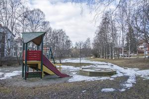 Den långsmala parken mellan Edenbos och Brunflovägen är en tomt som Östersundshem vill använda för att uppföra åtta byggnader.