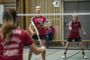 Hanna Ebbling och Hugo Hörnlund, Bergsåker, vann mixed-finalen i U15 mot klubbkamraterna Izabella Bergman och Anton Hansson.