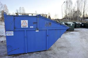 Nu är det rent och snyggt vid återvinningsstationen i Särna sedan en container för besökares hushållssopor placerats ut.