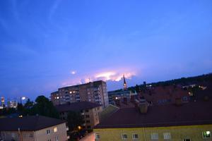 Ovädret höll sig borta från stan den kvällen.