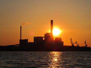I lördagskväll var vi ute och fiskade gös och fick se en vacker solnedgång  bakom kraftvärmeverket